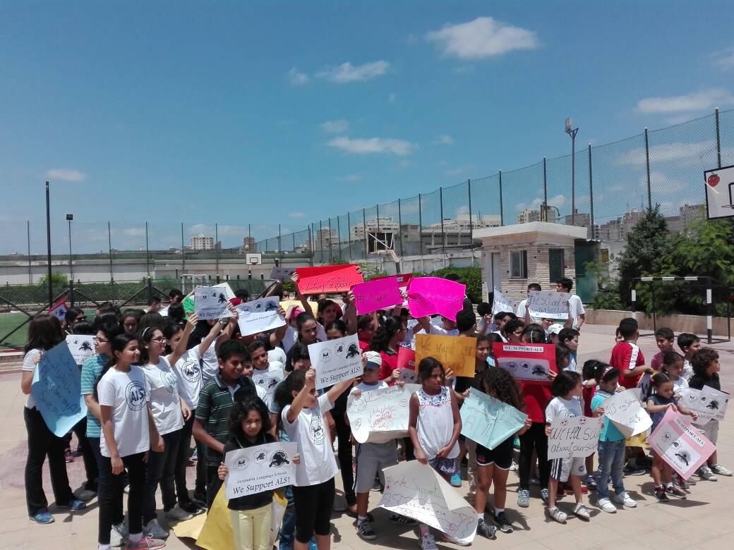 مظاهرة لطلاب وأولياء أمور ضد قرار وزير التعليم بسحب تراخيص «الإسكندرية للغات»