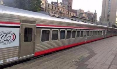 ركاب 925 القاهرة – الإسكندرية يشكون تأخر حركة القطار يوميًا