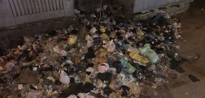 سكان في الزاوية الحمرا يشكون تراكم القمامة