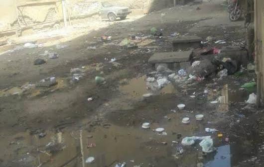 طفح مياه الصرف في مساكن المنشية في بنها (صورة)