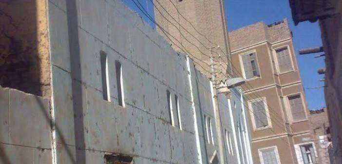 صور.. أهالي «إسنا»:أنشأنا مسجدًا ومستوصفا بأموالنا فطالبتنا «الأوقاف» بإيجار للمبنى