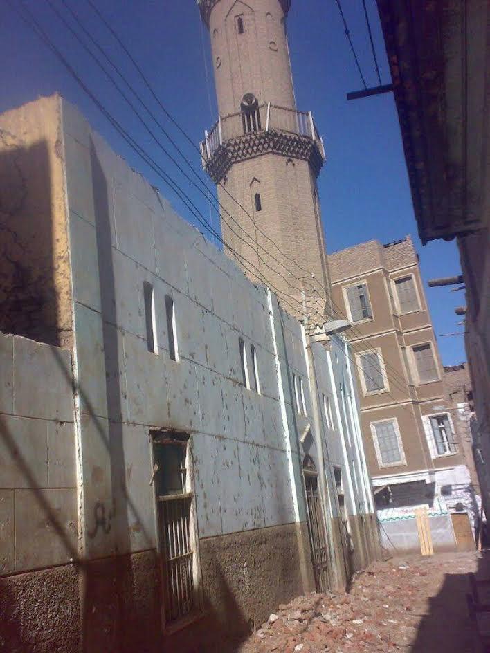 صور..أهالي «إسنا »أنشأوا مسجد ومستوصف بالجهود الذاتية فطالبتهم وزارة الأوقاف بإيجار للمبنى