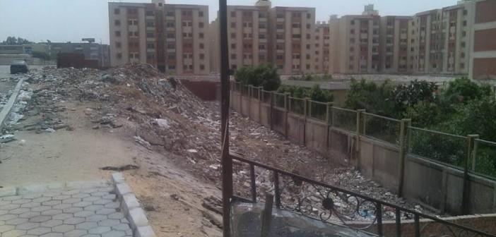 صور.. القمامة تحاصر مدرسة عمرو بن العاص بمدينة السلام