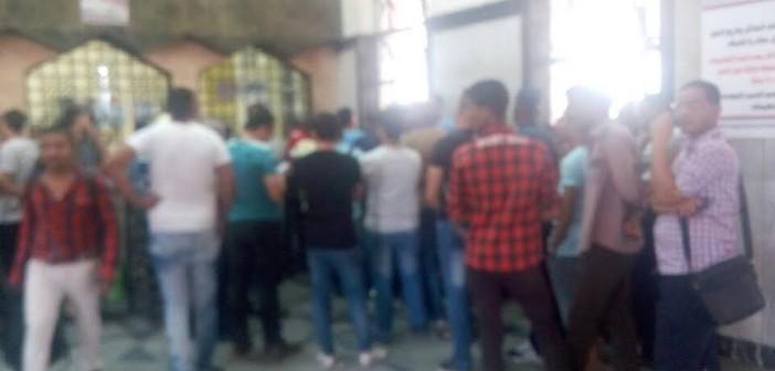 صورة.. تكدس في محطة مصر تزامنا مع حجز تذاكر القطارات