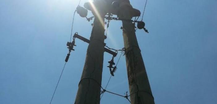 أهالي «عزبة عتمان» يشكون تهالك شبكة الكهرباء (صور)
