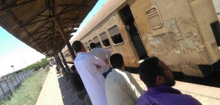 ركاب قطار (المنصورة – طنطا) يشكون تأخر حركته يومياً..(صور وفيديو)