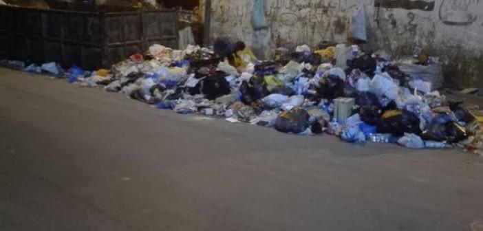 سكان عين شمس الشرقية يشكون انتشار القمامة بالشوارع