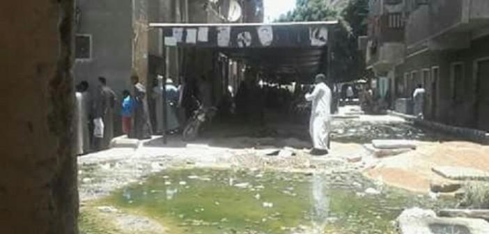 برك الصرف تحاصر سجل مدني إسنا.. ومطالب بنقل مقره (صورة)