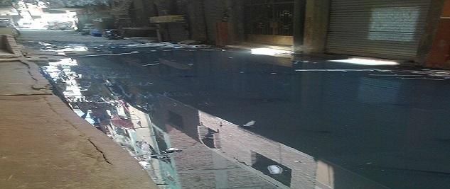 صور | طفح الصرف في أحد شوارع بشتيل.. ومواطن: مسؤولون قالوا «الحل بيد الله»