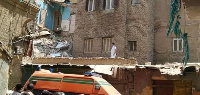 شاهد عيان: انهيار عقار بالسيدة زينب.. وإصابة رجل وزوجته (صور)