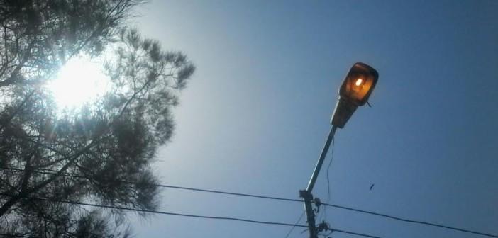 أعمدة إنارة «طنيخ» بالدقهلية مُظلمة ليلاً مضاءة نهاراً (صورة)