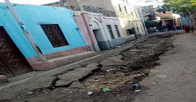 صور| انهيار أرضي في «ميت البيضا» بالمنوفية.. والأهالي: بسبب الصرف الصحي
