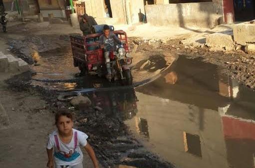 الجيزة.. طفح الصرف في «الاخصاص» مشكلة القرية الدائمة (صور)