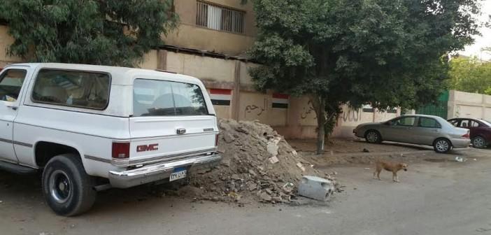 مطالب برفع مخلفات البناء من أمام مدرسة بمدينة نصر (صور)