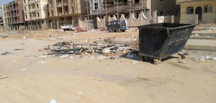 سكان المنطقة الرابعة بـ«الشروق» يشكون من القمامة وضعف إضاءة الشوارع (صور)