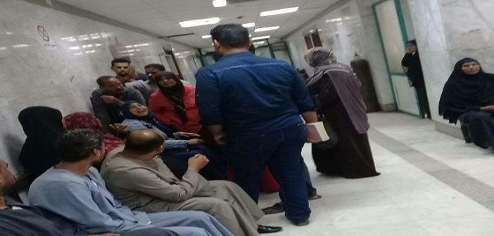 لتأخر صرف رواتبهم منذ 6 أشهر.. إضراب جزئي لعمال بمستشفى إدفو (صور)