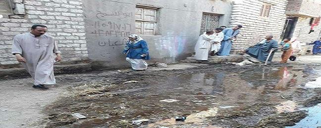 طفح الصرف في «معصرة أبوصير» ببني سويف: المشروع لم يكتمل منذ 12 عامًا (صور)