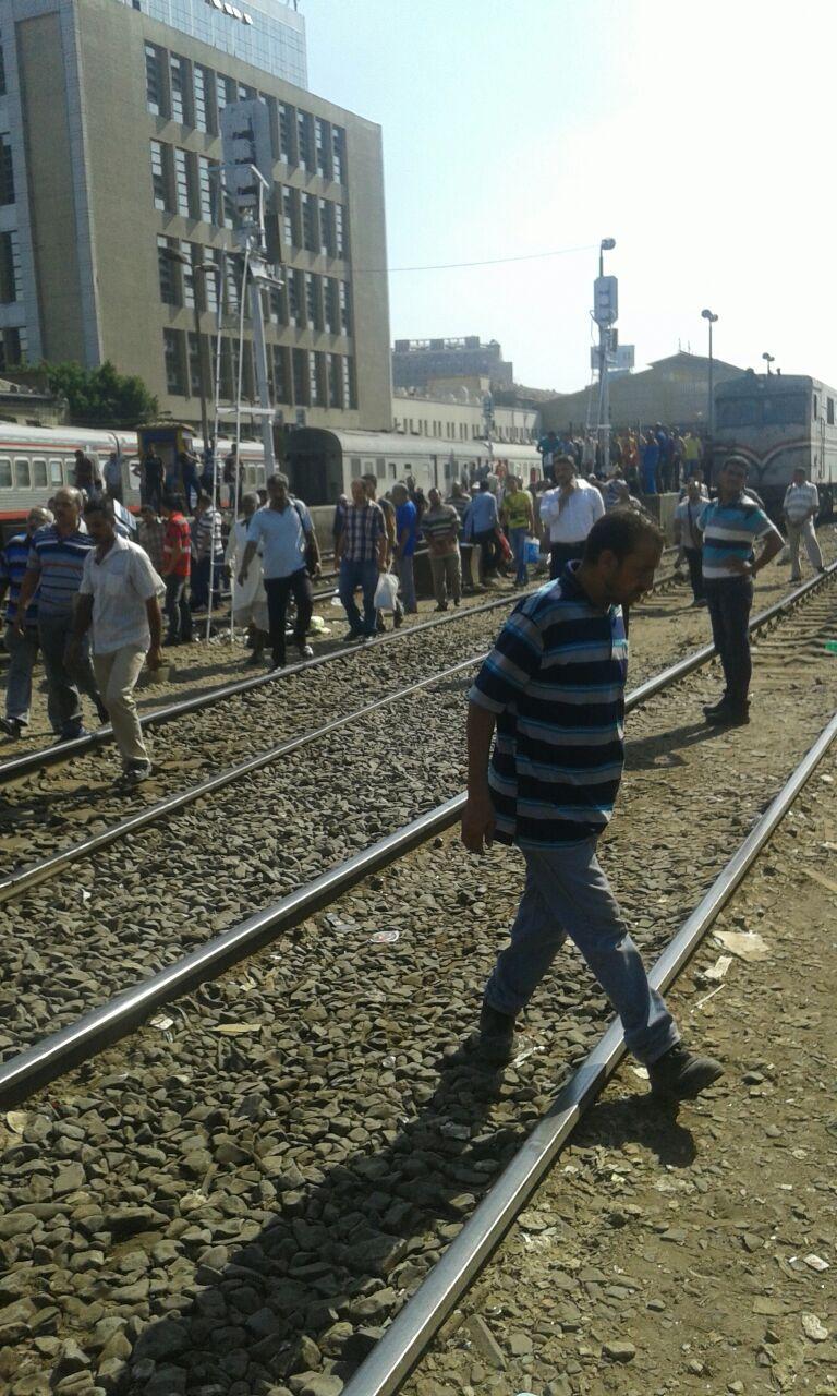 لما تأخرت القطارات.. ساد الغضب والفوضى في محطة مصر