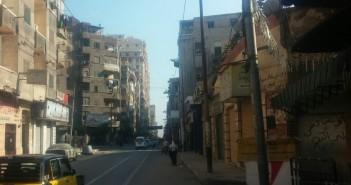 نهارًا.. أعمدة إنارة مضاءة في «السبع بنات» بالإسكندرية