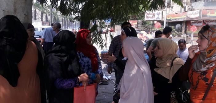 بالصور.. وقفة لأولياء أمور أمام ديوان «الجيزة» احتجاجا على تنسيق «الثانوية»