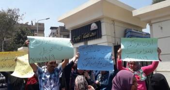 مظاهرة لأولياء أمور تلاميذ «كي جي 2» بسبب وقف التحويلات