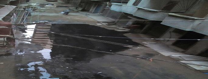 سكان «الفلكي» بالإسكندرية يشكون غرق شارع في مياه الصرف (صور)