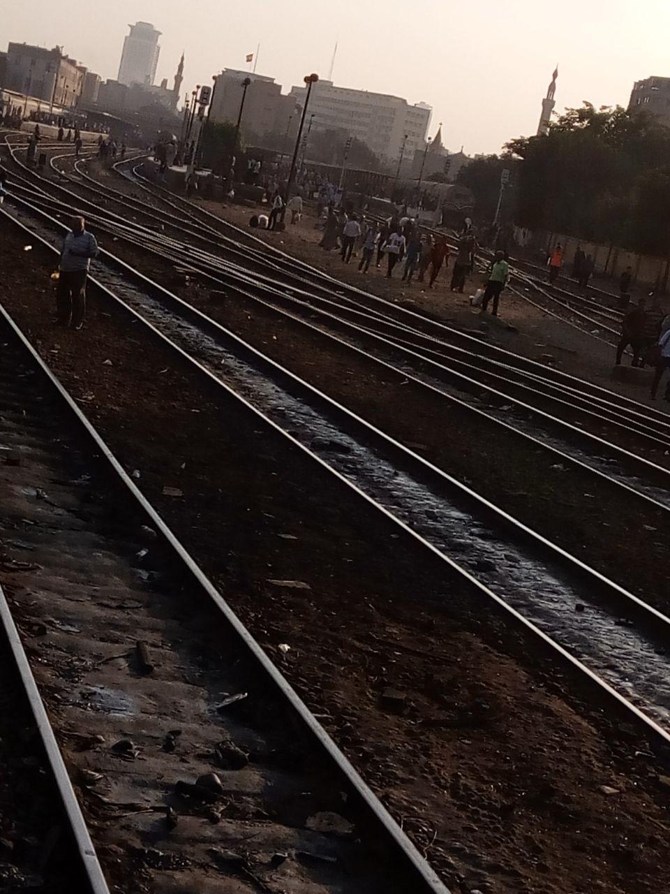 غضب على القضبان.. قرار «النقل» بخفض سرعة القطارات يثير استياء الركاب