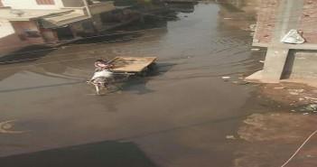 البحيرة ׀ غرق شوارع «سمخراط» في مياه الصرف الصحي