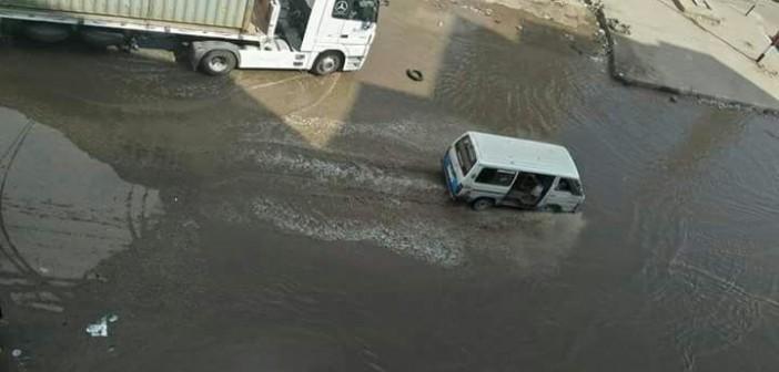 غرق شوارع «مؤسسة الزكاة» بمياه الصرف.. (صور)