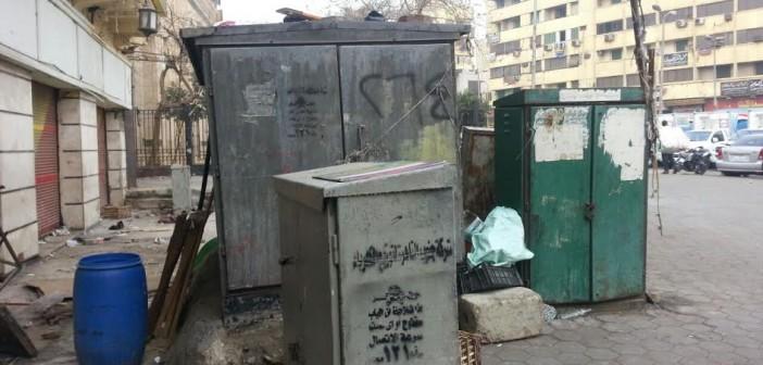 كابلات الكهرباء دون تغطية بميدان السيدة زينب..(صورة)