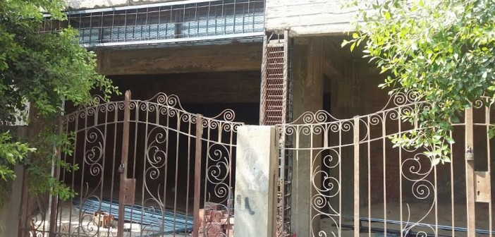 سكان بـ«العبور» يشكون تحول الشقق السكنية لمحال تجارية بالمخالفة للقانون