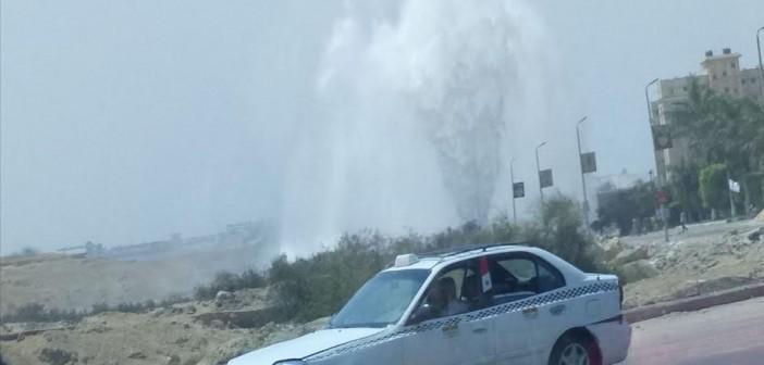 انفجار ماسورة مياه بشارع الخمسين «زهراء المعادي»..(صور)