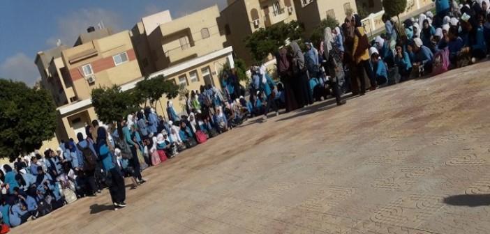 بالصور.. وقفة لمعلمي «سيزا نبراوي» بالقاهرة الجديدة بعد وقف حوافزهم