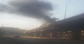 بالفيديو.. حريق على دائري المنيب تزامنا مع زحام يشل وسط القاهرة