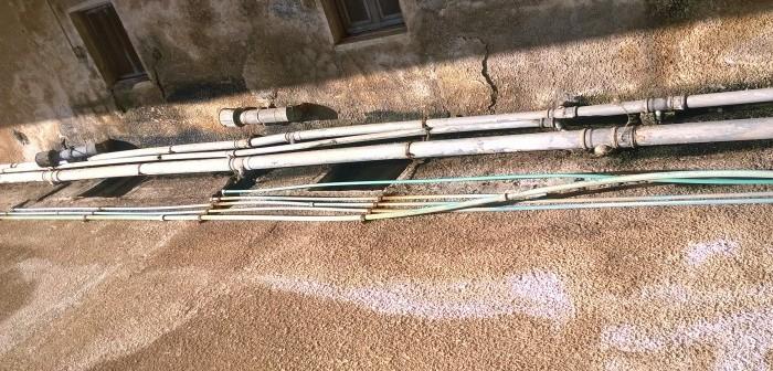 سكان عقار بـ«الشروق» يحذرون من انهياره نتيجة تسرب المياه والصرف (صور)