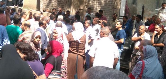 عمال مشروع المحاجر بالشرقية يواصلون احتجاجاتهم ضد خفض الرواتب