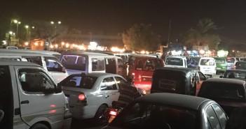 مواقف المواصلات العشوائية تعرقل حركة المرور بجسر السويس