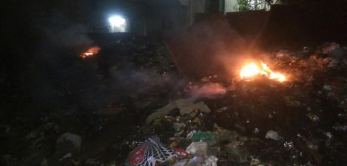 استياء سكان شارع بـ«معتمدية كرداسة» من حرق القمامة (صور)