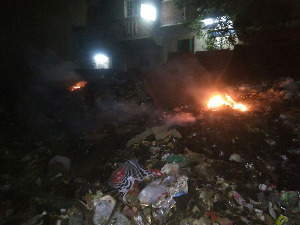 استياء سكان شارع بـ«معتمدية كرداسة» من حرق القمامة