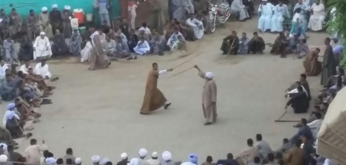 أهالي إدفو بحتفلون بالعيد بـ«التحطيب»: شجاعة وفروسية وتسلية..(صور)