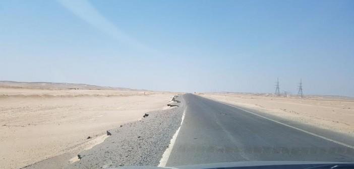آثار السيول لا تزال على طريق «رأس غارب – الشيخ فضل».. ومطالب بإصلاحه (صور)