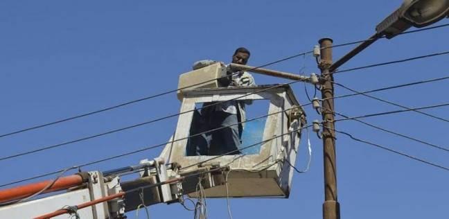 عمال «الإنارة» بحي الوايلي يطالبون بصرف بدل أيام عمل العطلات الرسمية
