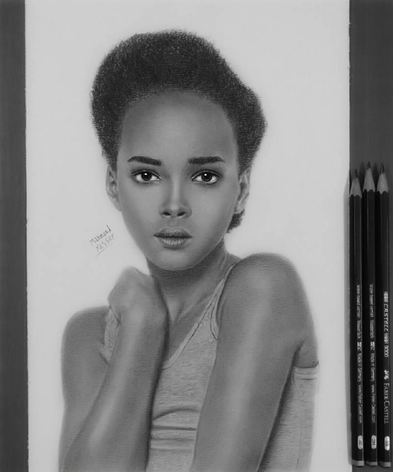 موهبة شابة في الرسم بـ«الفحم والجاف»