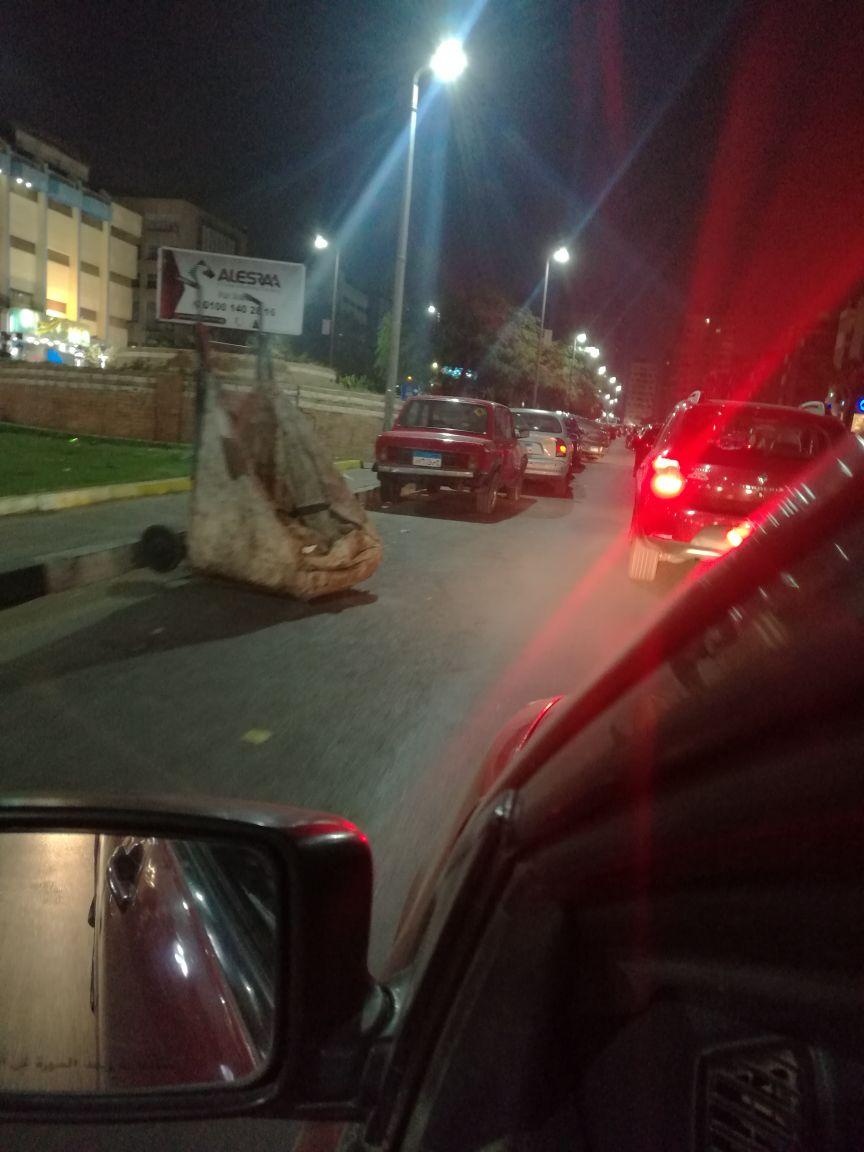 مواطنة تشكو تحول امتداد شارعي مكرم عبيد والنادي الأهلي إلى جراج