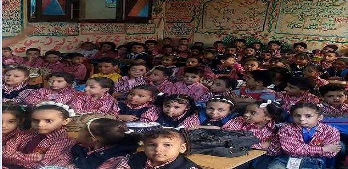 علبة سردين.. زحام في فصول مدرسة «نور المعارف» بالوراق (صور)