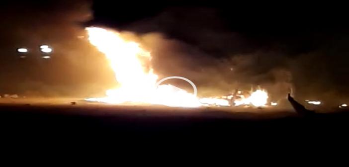 ▶️ بالفيديو.. لحظة اشتعال النار في سيارة على طريق القاهرة – الإسكندرية الصحراوي