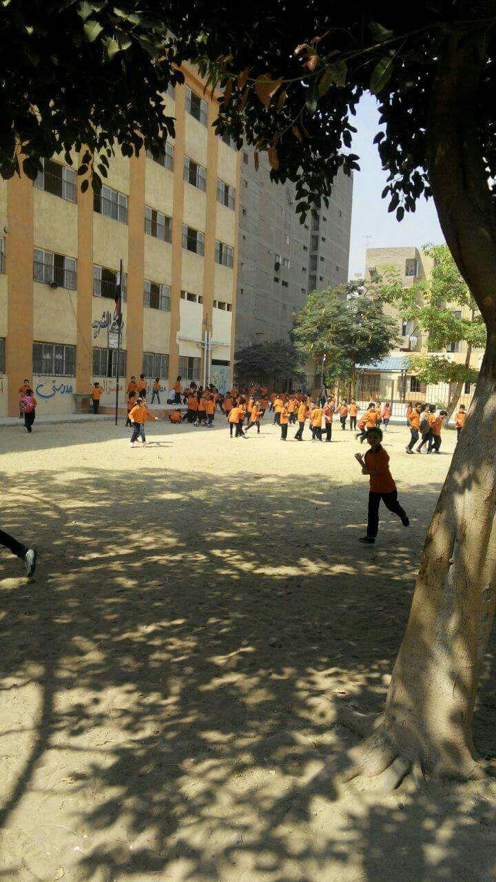 الاسم مدرسة.. مُلحق «تجريبي» لمئات التلاميذ بمدرسة ثانوية بالزتيون