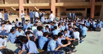 اعتصام طلاب مدرسة المتفوقين بـ«أكتوبر» لانقطاع المياه والكهرباء