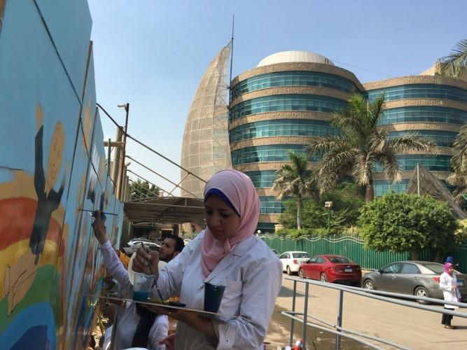 بالصور.. طلاب 3 جامعات يشاركون في «تلوين» مستشفى 57357