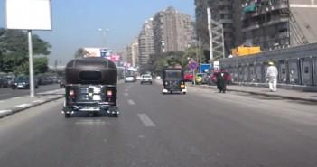 فيديو.. الـ«توك توك» يتحرك بحرية رغم حظر سيره على كورنيش المعادي